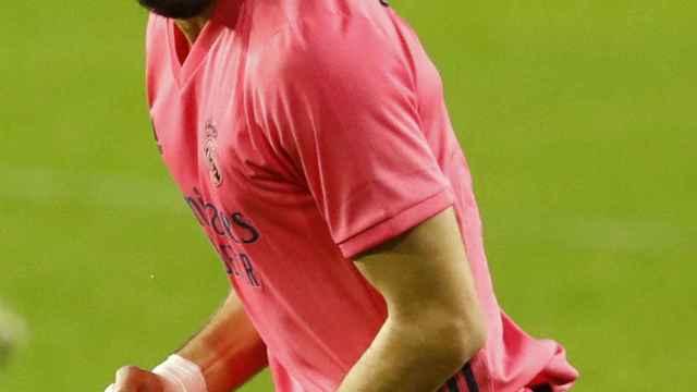 Karim Benzema, con la camiseta rosa, en un partido del Real Madrid