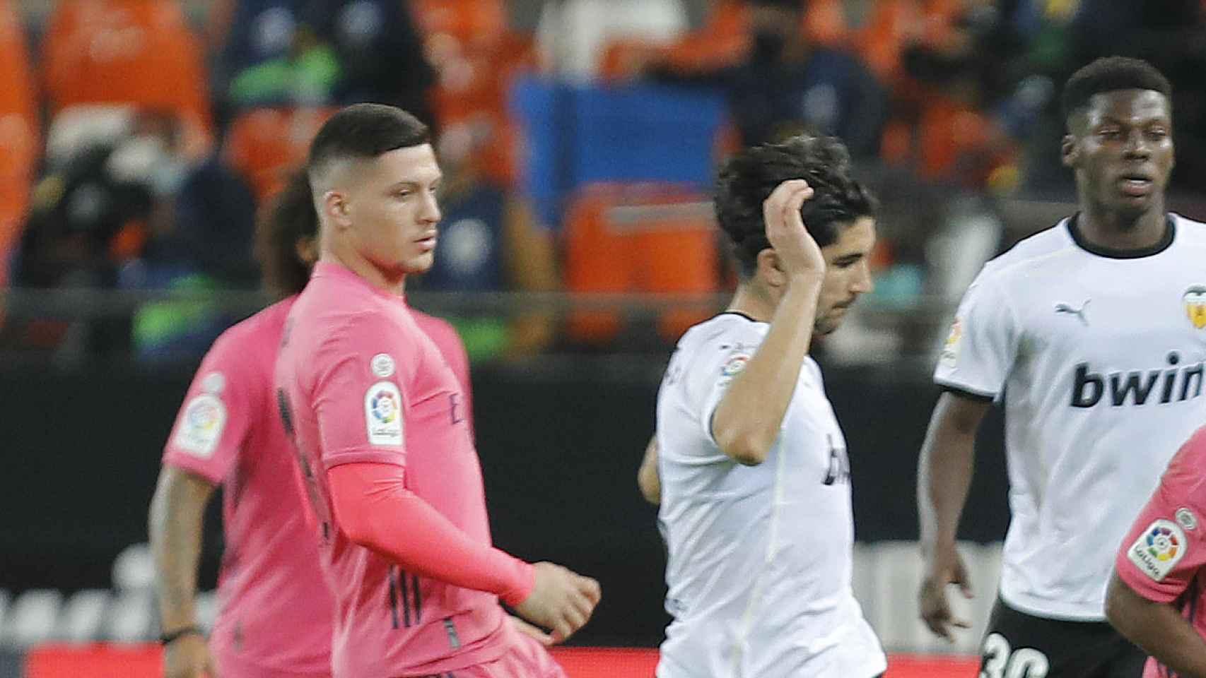 Luka Jovic, durante el partido ante el Valencia con el Real Madrid