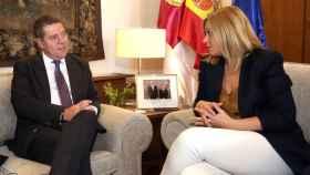 Emiliano García-Page y Carmen Picazo en una imagen de archivo
