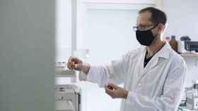 Esta biomembrana antitumoral fabricada con nanofibras se ha implantado de forma segura en un paciente