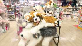 Peluches en una tienda de juguetes en una imagen de archivo.