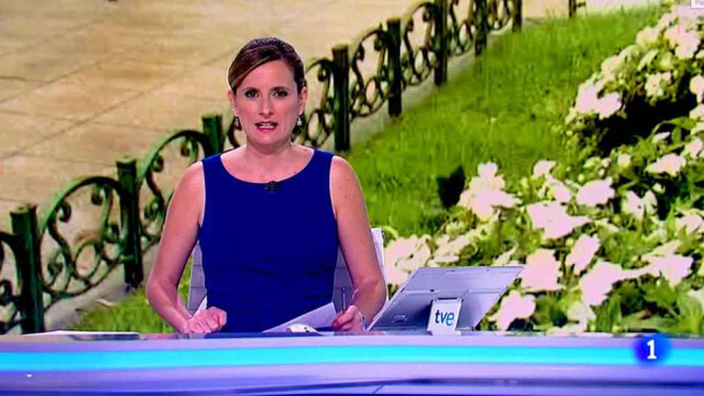 Ana Roldán sustituyendo a Franganillo en el 'Telediario 2' de TVE.
