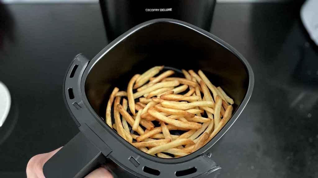 Patatas fritas hechas en la freidora sin aceite de Cecotec