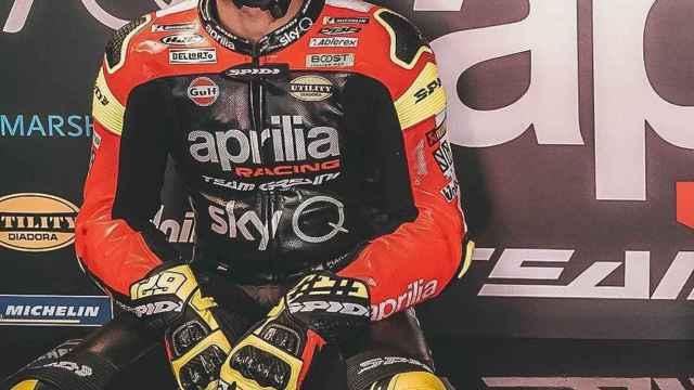 Andrea Iannone en el box de Aprilia