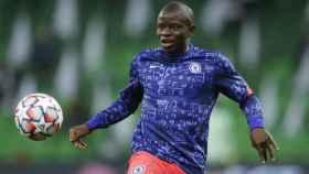 N'Golo Kanté, durante el calentamiento de un partido del Chelsea FC