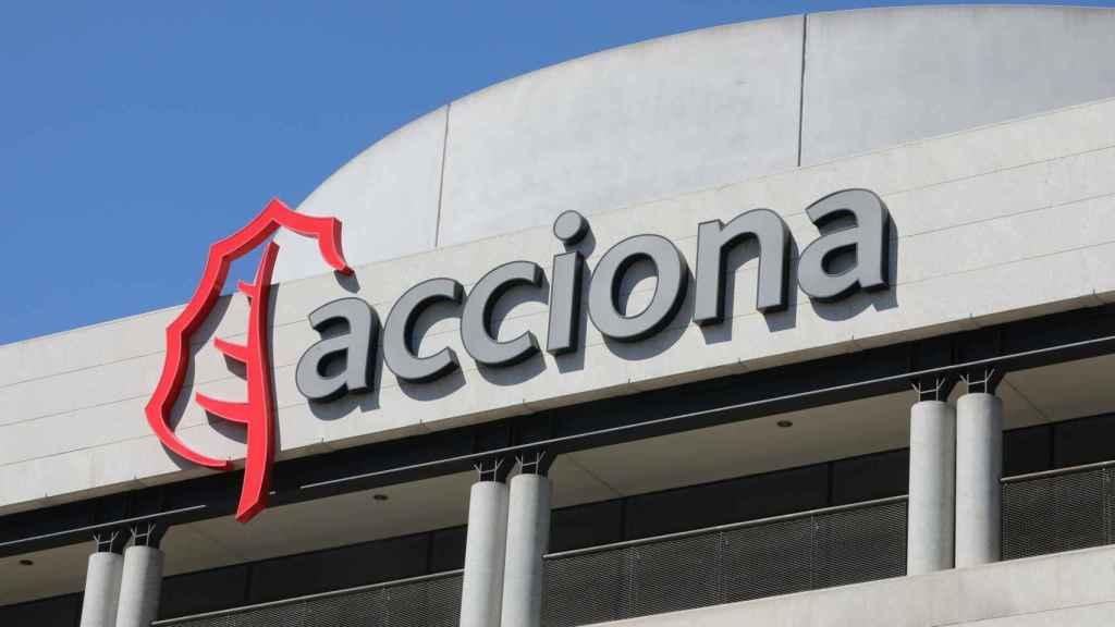 Rótulo de Acciona en uno de sus centros operativos en Madrid.