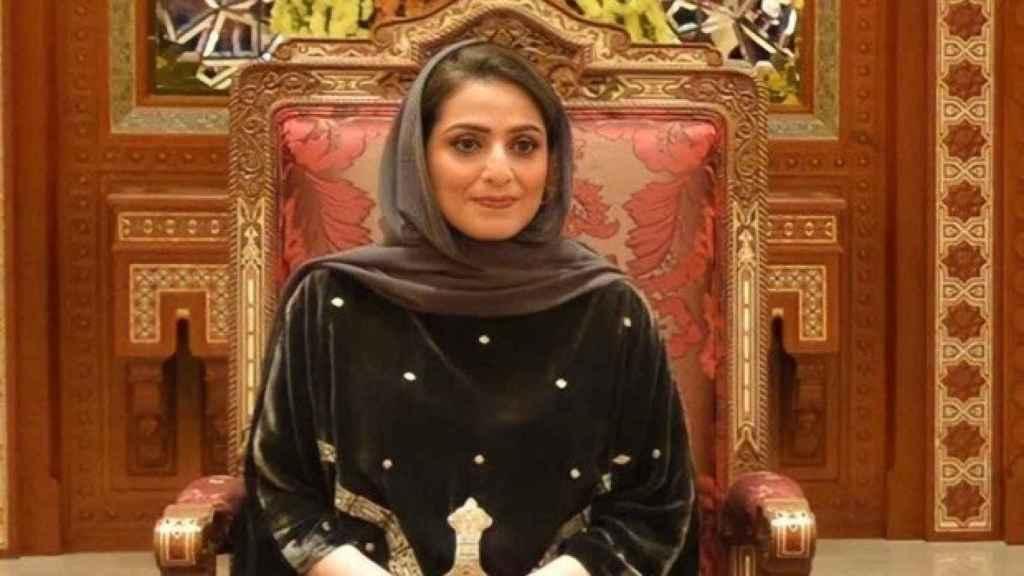 Ahad bint Abdullah en la ceremonia por el Día Nacional de la Mujer de Omán.