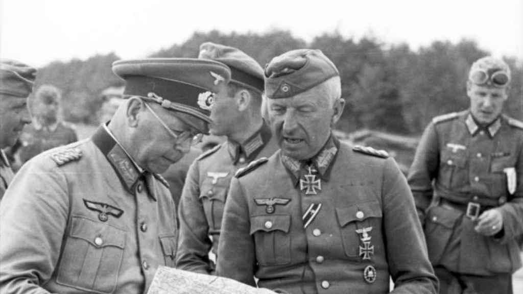 Erich von Manstein junto al general Erich Brandenberger fotografiados un día antes del inicio de la Operación Barbarroja.
