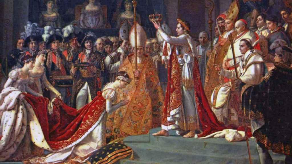 Josefina se arrodilla ante Napoleón durante su coronación en Notre Dame (1808).