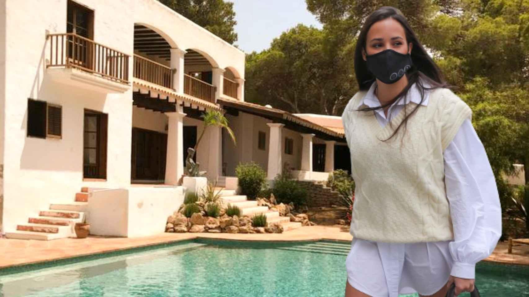 Carolina Monje ha querido refugiarse en su amada Ibiza con unas amigas y su perrito, para hacer deporte.