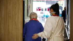 423 positivos en las residencias madrileñas, que se concentran en 49 centros