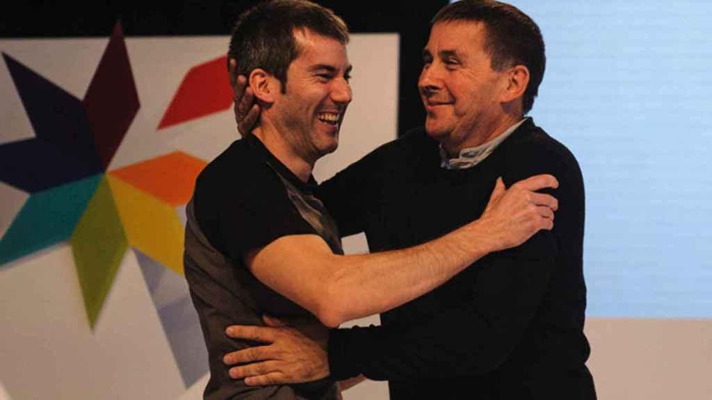 Arkaitz Rodríguez junto a Arnaldo Otegi en una imagen de archivo.