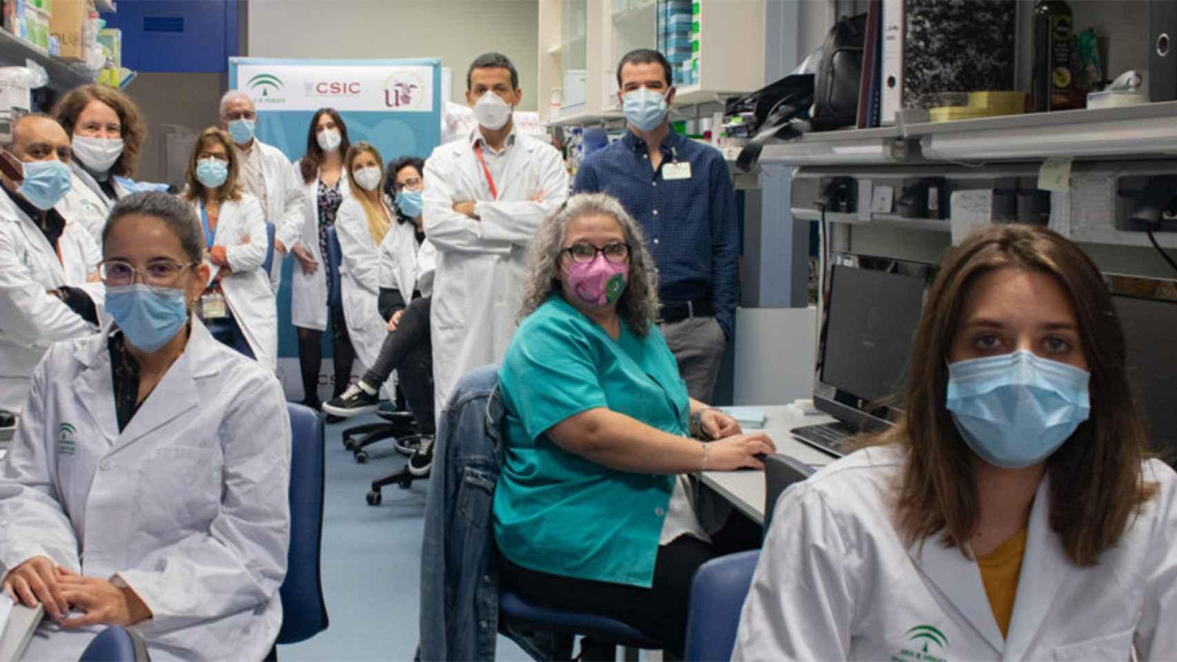El equipo del Hospital Universitario Virgen del Rocio de Sevilla.