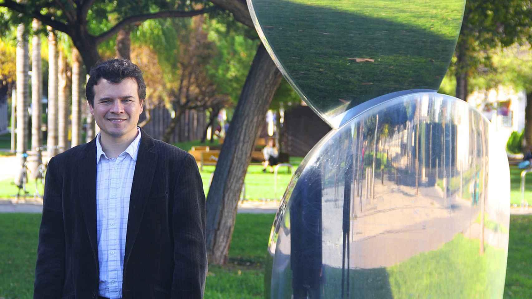 El científico español, en la actualidad en el MIT, Pablo Jarillo-Herrero posa en el campus de la UPV, donde estudió.