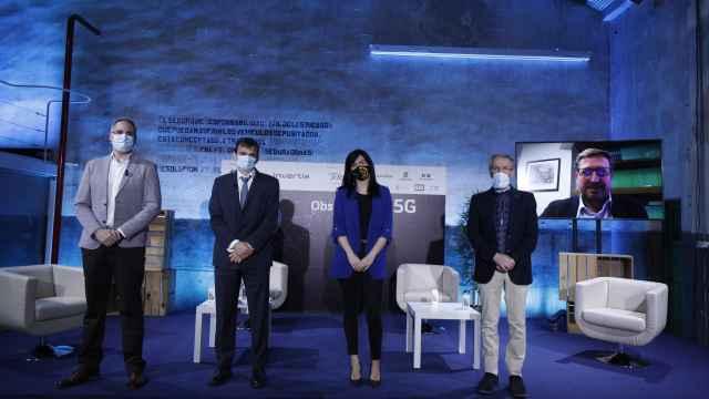 Participantes de la mesa 'Aplicaciones del 5G y nuevos usos tras la Covid-19' del Observatorio 5G EL ESPAÑOL e Invertia.