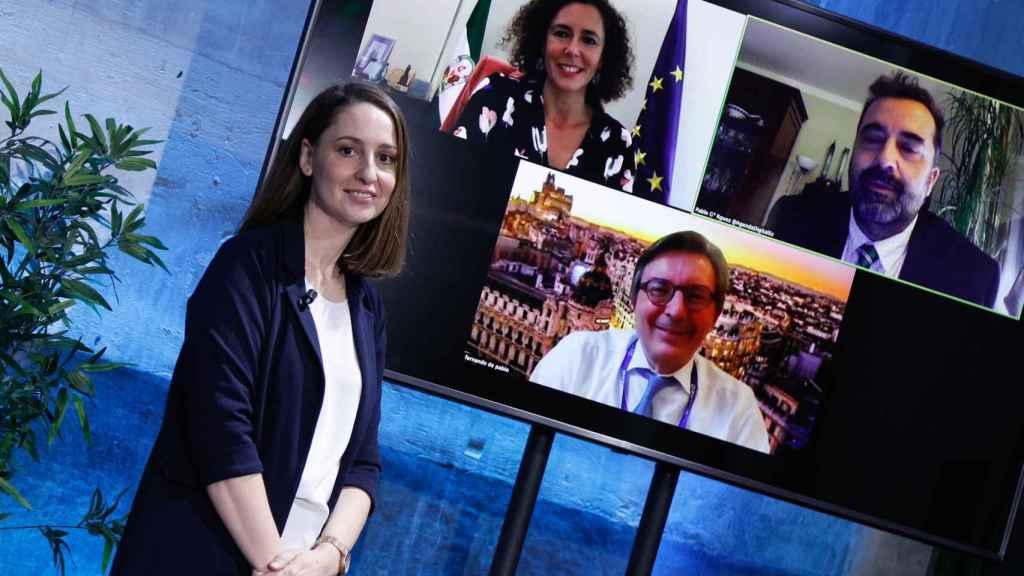 Ponentes de la mesa 'Casos de uso 5G: colaboración público-privada', moderada por la corresponsal económica de Invertia, María Vega.
