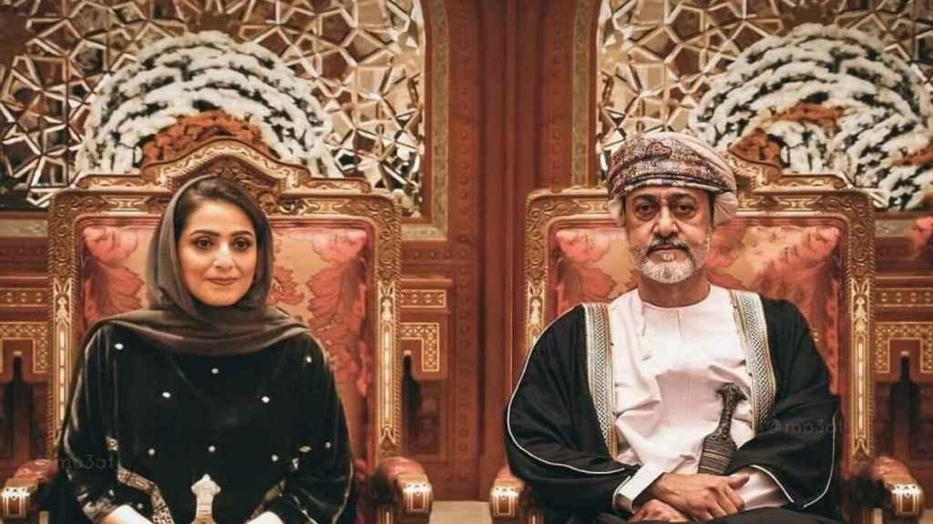 Ahad bint Abdullah y el sultán de Omán, Haitham bin Tariq Al Said.