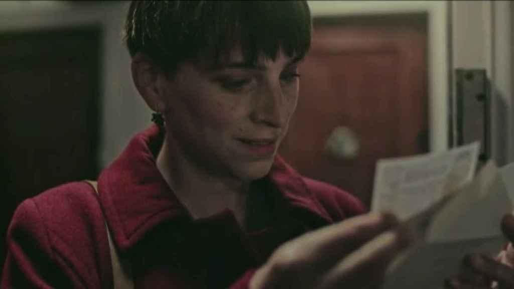 Nausicaa Bonnín interpretando a Marina en el anuncio de la Lotería de Navidad.
