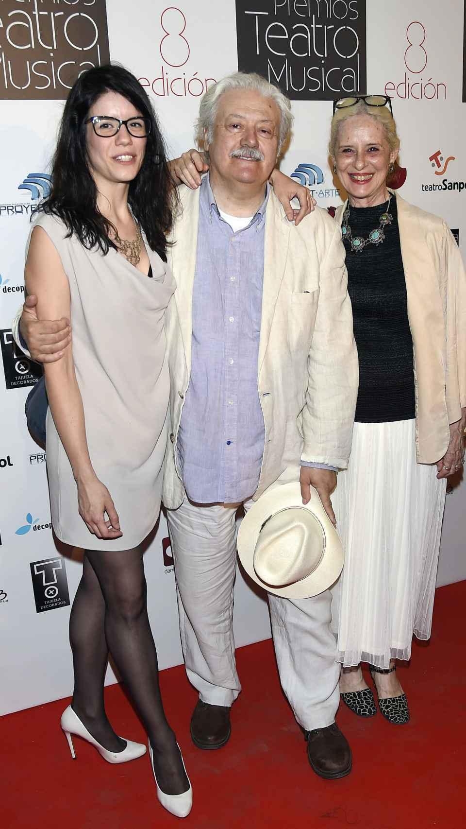 Los actores Mario Gas, Vicky Peña y Miranda Gas Peña durante los premios del Teatro Musical en Madrid.
