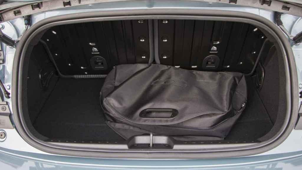 El maletero cubica 185 litros, una cifra reducida.