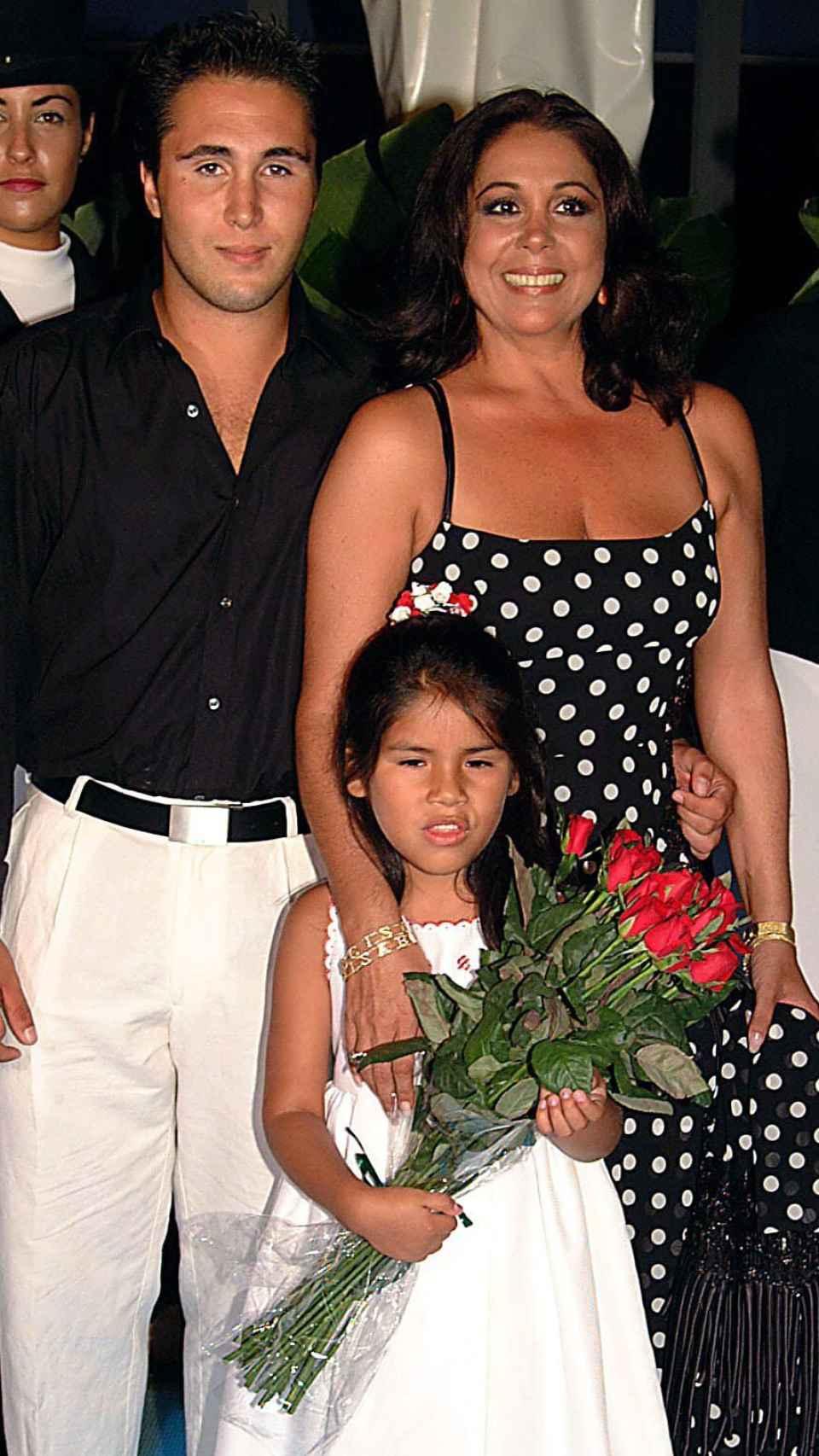 Isabel y sus hijos en imagen de archivo.