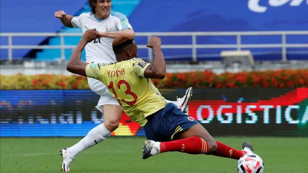 Cavani marca el primer gol de Uruguay a Colombia