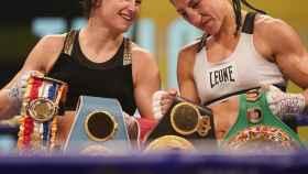 Katie Taylor y Miriam Gutiérrez, tras la pelea de boxeo. Foto: Instagram (matchroomboxing)