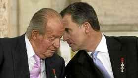 Felipe VI y Juan Carlos I en una imagen de archivo.