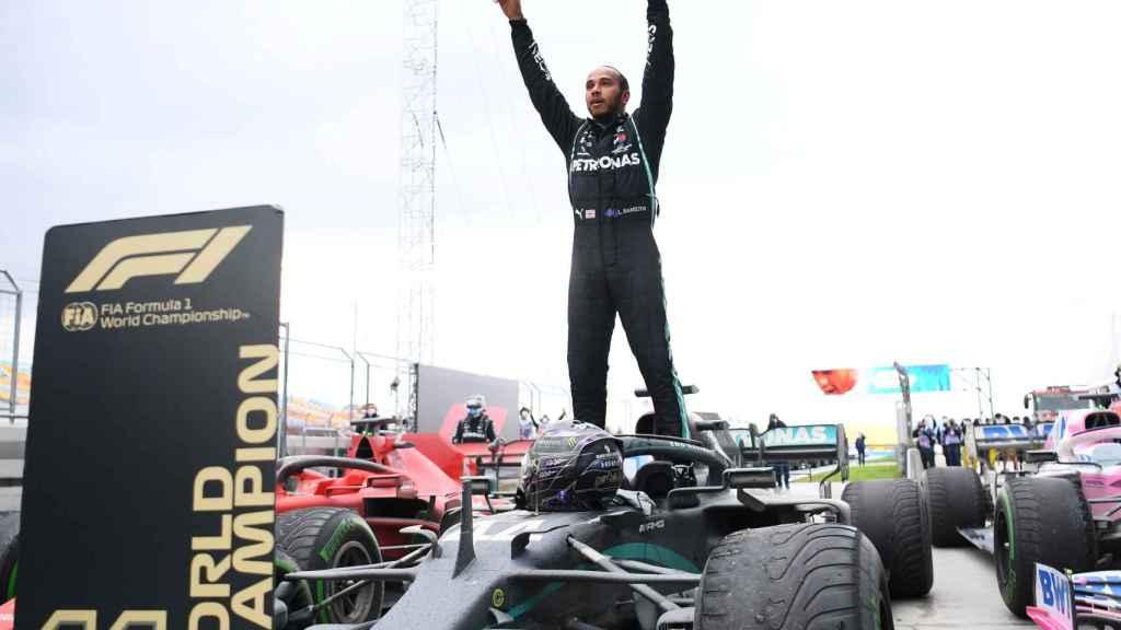 Lewis Hamilton celebra su séptimo Mundial de Fórmula 1