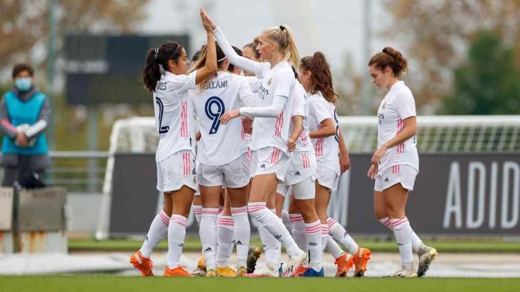 Las jugadoras del Real Madrid Femenino celebran el gol de Marta Cardona ante el Athletic. Twitter (@realmadridfem)