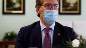 El presidente de la Xunta de Galicia, Alberto Núñez Feijóo, tras reunirse con empresarios del Grupo Leite Río.