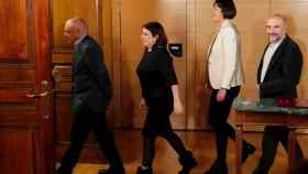 El diputado socialista Rafael Simancas, la vicesecretaria general del PSOE y portavoz del Grupo Socialista en el Congreso, Adriana Lastra; la portavoz nacional del BNG, Ana Pontón, y el diputado del BNG, Néstor Rego, tras la firma del acuerdo de investidura.