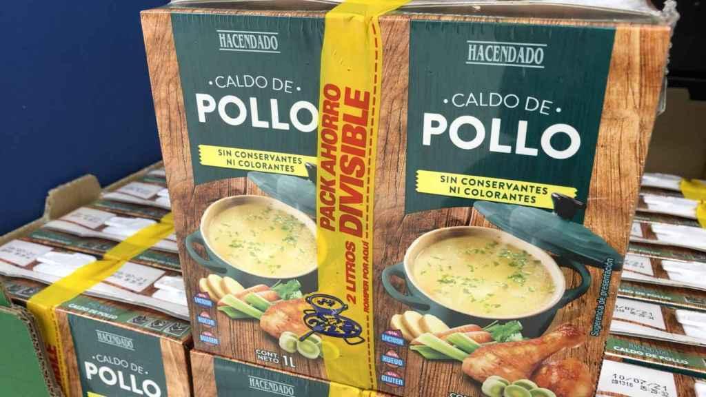 El caldo de pollo Hacendado que comercializa Mercadona.