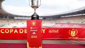 El trofeo de la Copa del Rey, en el Estadio de La Cartuja de Sevilla