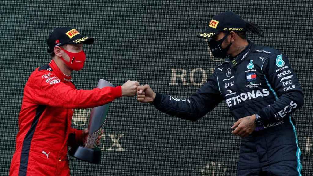 Hamilton y Vettel se felicitan en el GP de Turquía