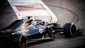 Fernando Alonso, rodando en Abu Dhabi con el Renault