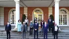 El presidente del Gobierno, varios ministros y los agentes sociales en la Moncloa.
