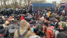 El desalojo del campamento de migrantes.