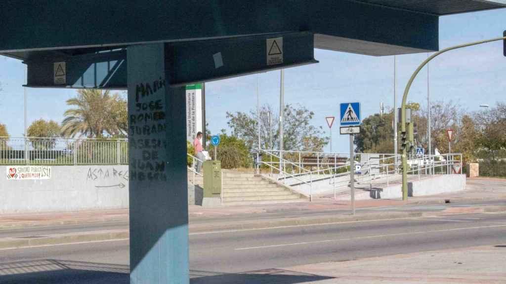 Pintada realizada en la escalera que da acceso al hospital de Jerez.