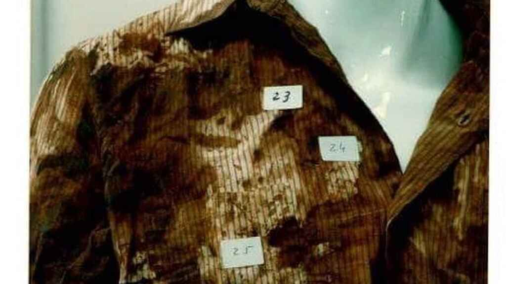 Marcas en la ropa que portaba Juan durante el asesinato.