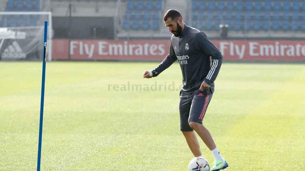 Karim Benzema, entrenando en solitario en los campos de Valdebebas