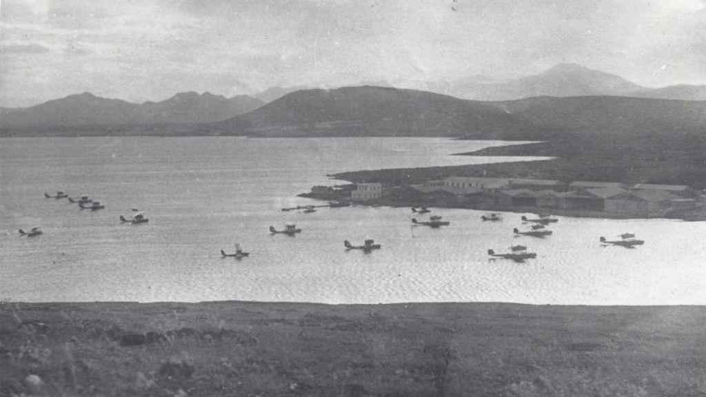 Aviones para el traslado de las tropas franquistas en Melilla.