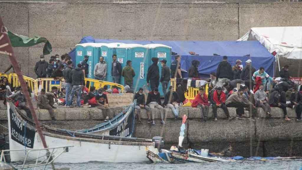 Muelle de Arguineguín, donde se concentran en torno a dos mil personas desde hace semanas.