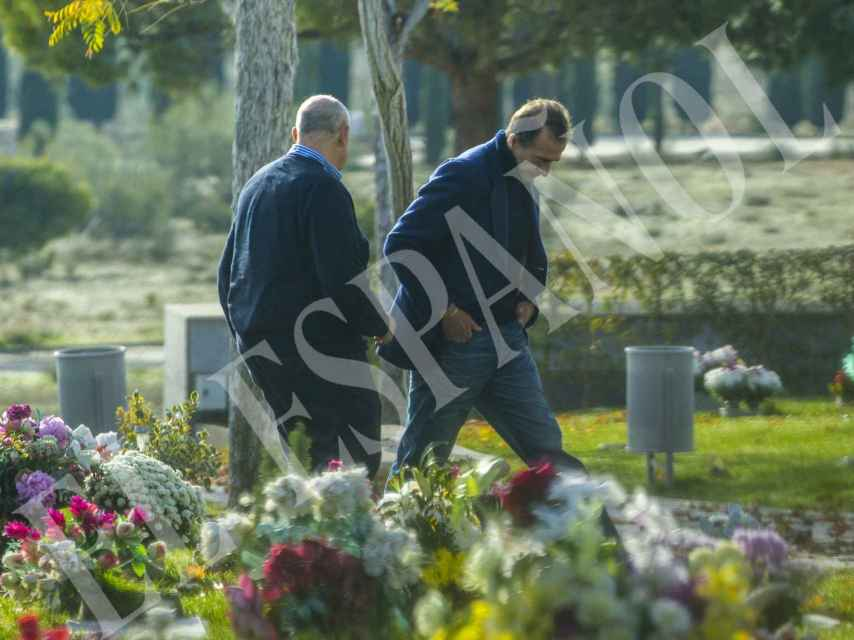 Alessandro Lequio acudió al cementerio con uno de sus amigos de mayor confianza.