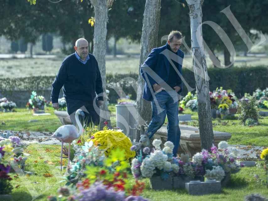 En completo silencioy muy afectado, el italiano rindió homenaje a su hijo.