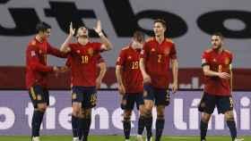Los jugadores de la selección española celebran el quinto gol ante Alemania, obra de Ferrán Torres