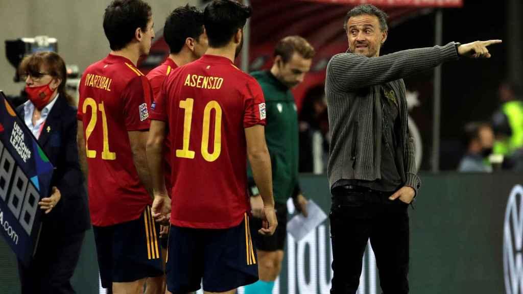 Luis Enrique dando indicaciones durante un partido de la Selección