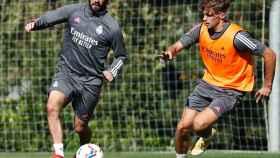Pablo Ramón, junto a Isco Alarcón durante un entrenamiento del Real Madrid