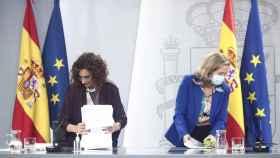 La ministra de Hacienda, María Jesús Montero, y la vicepresidenta y ministra de Asuntos Económicos, Nadia Calviño.