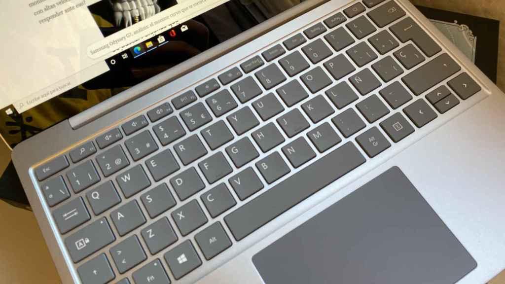 El teclado y el trackpad del Surface Laptop Go son más que aceptables